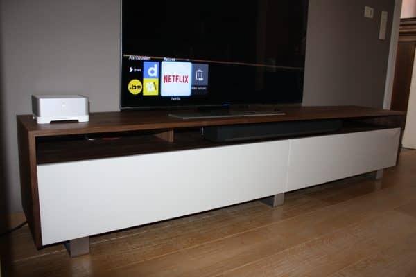 foto tv meubel noten met lichtgrijs