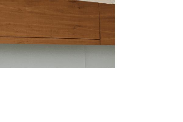 detail: ook het frontje van het uittrekbare deel van de afzuigkap is voorzien van eiken