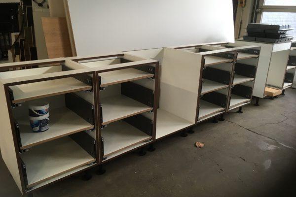 lades zijn gemaakt en gemonteerd